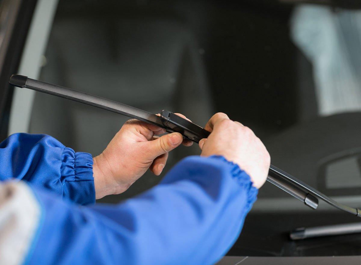 Jak zkontrolovat auto před odjezdem na zimní dovolenou: kontrola stěračů