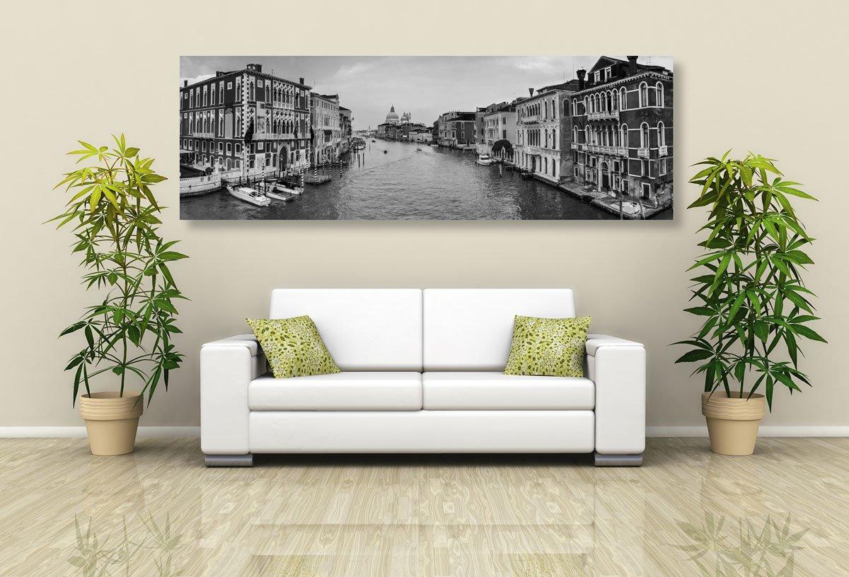 Černobílí obraz slavné kanály v Benátkách