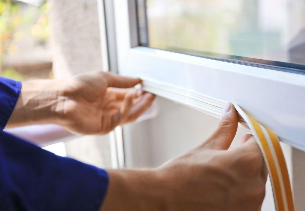 Těsnění pro plastová okna: instalování samolepícího těsnění na plastové okno