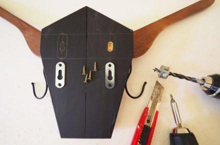 jak vyrobit věšák ve tvaru býčí hlavy: uchycení na stěnu