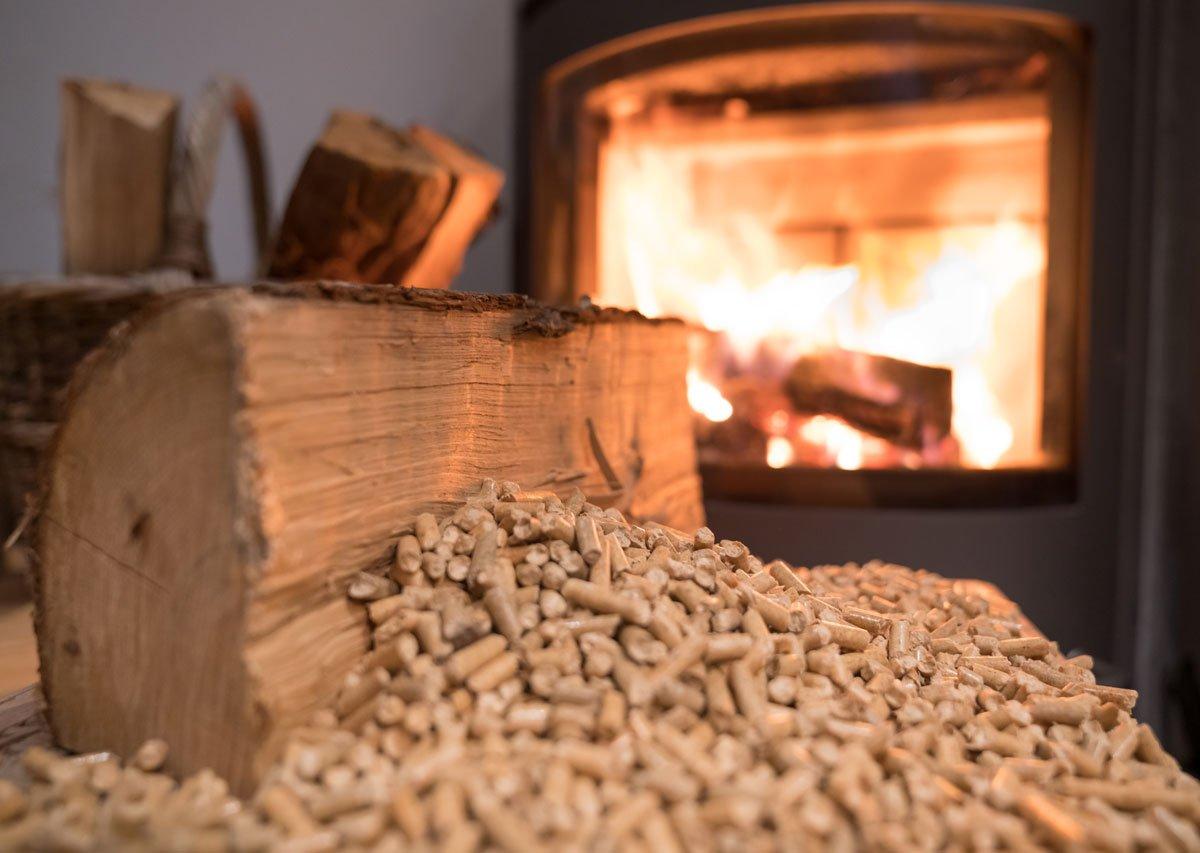 Vybíráme kamna nebo krb: jaké palivo je vhodné