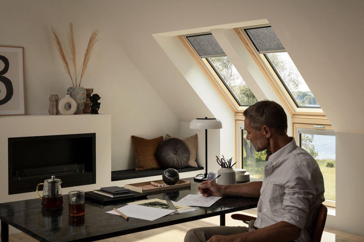 Pracovna v podkroví s Velux střešními okny
