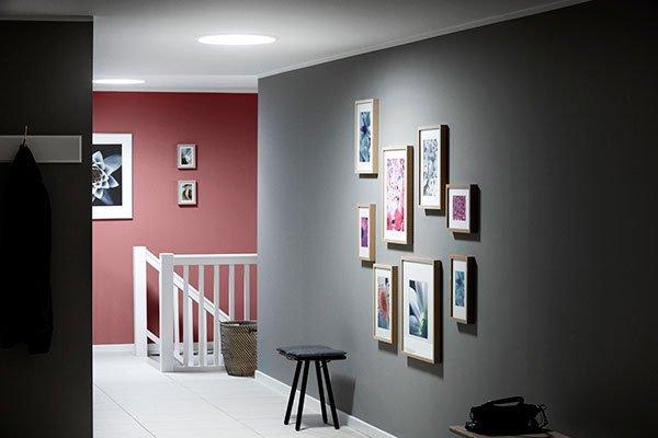Světlovod v chodbě