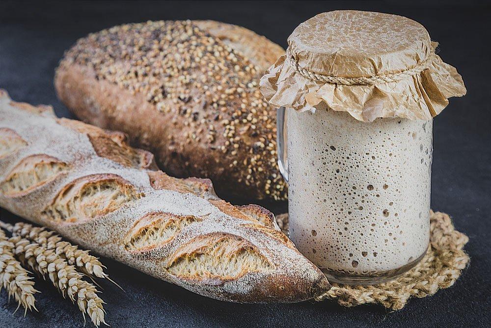 Jak pečovat o kvásek: pečivo a kvásek v nádobě