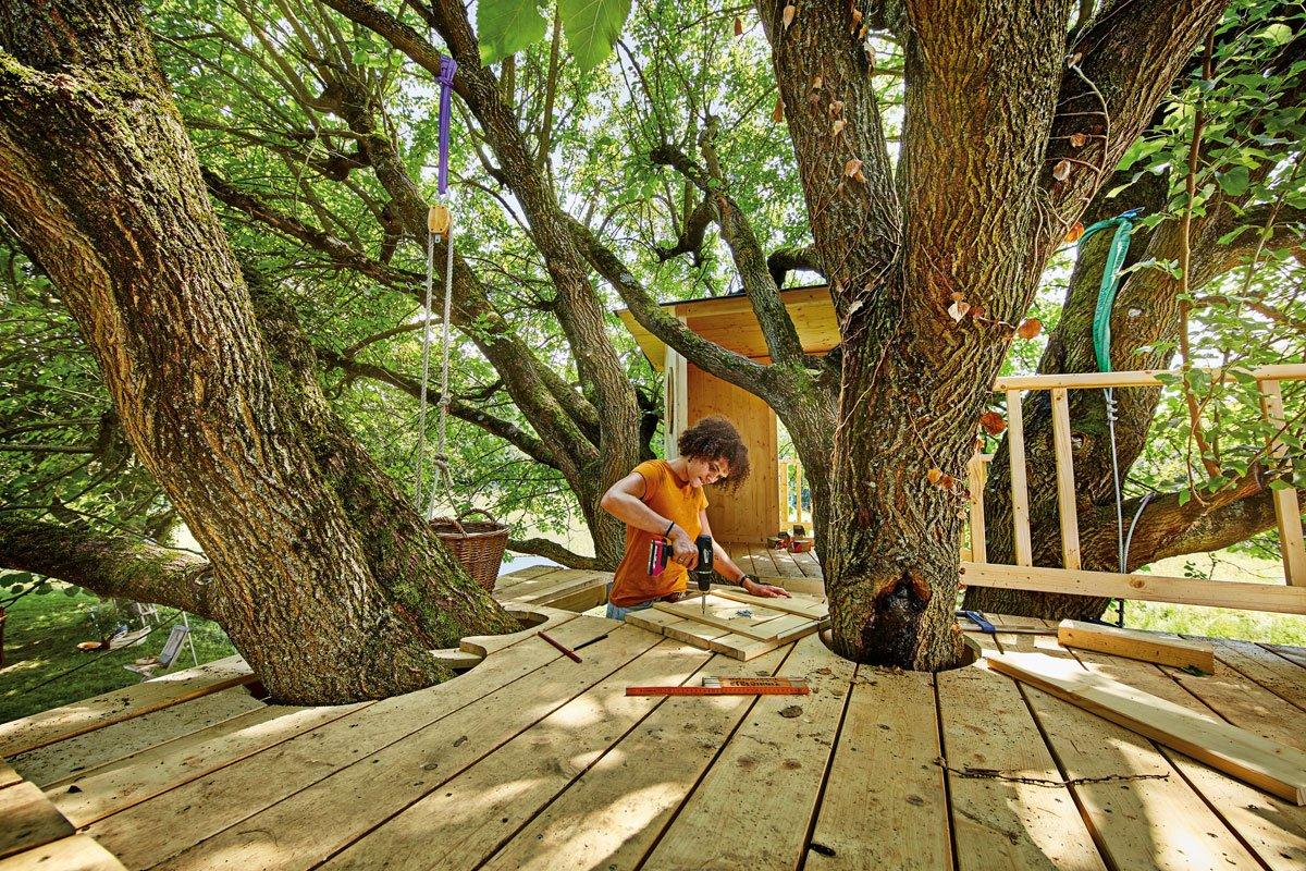 stavba domku na stromě