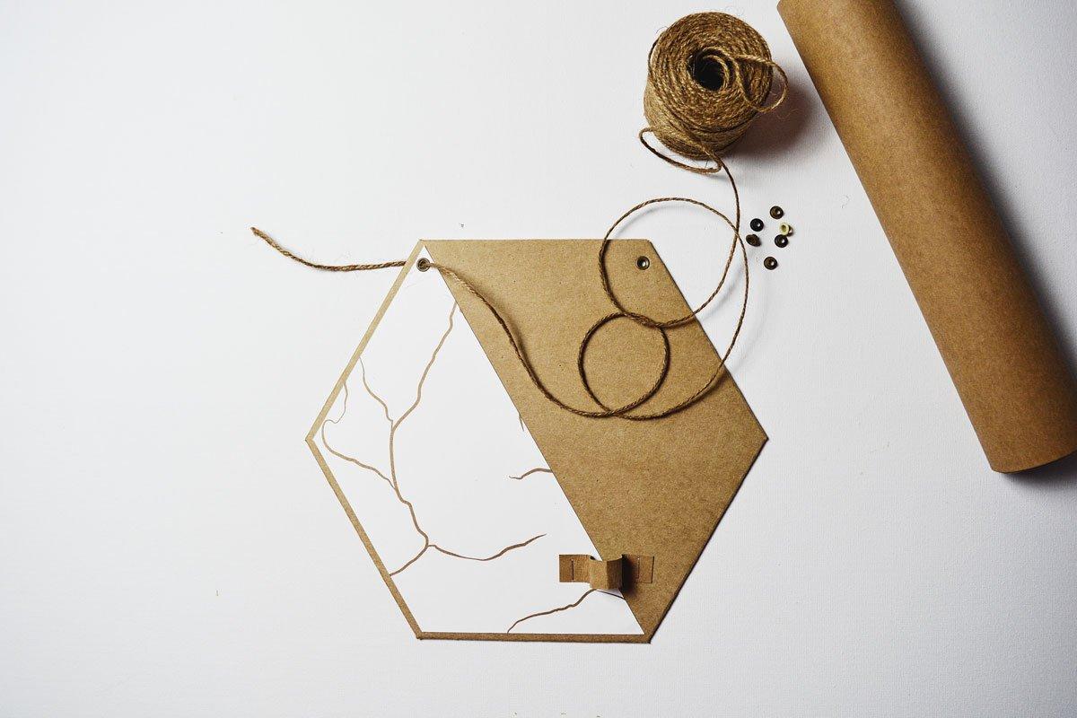 Jak vyrobit papírovou dekoraci na stěnu se živými květy