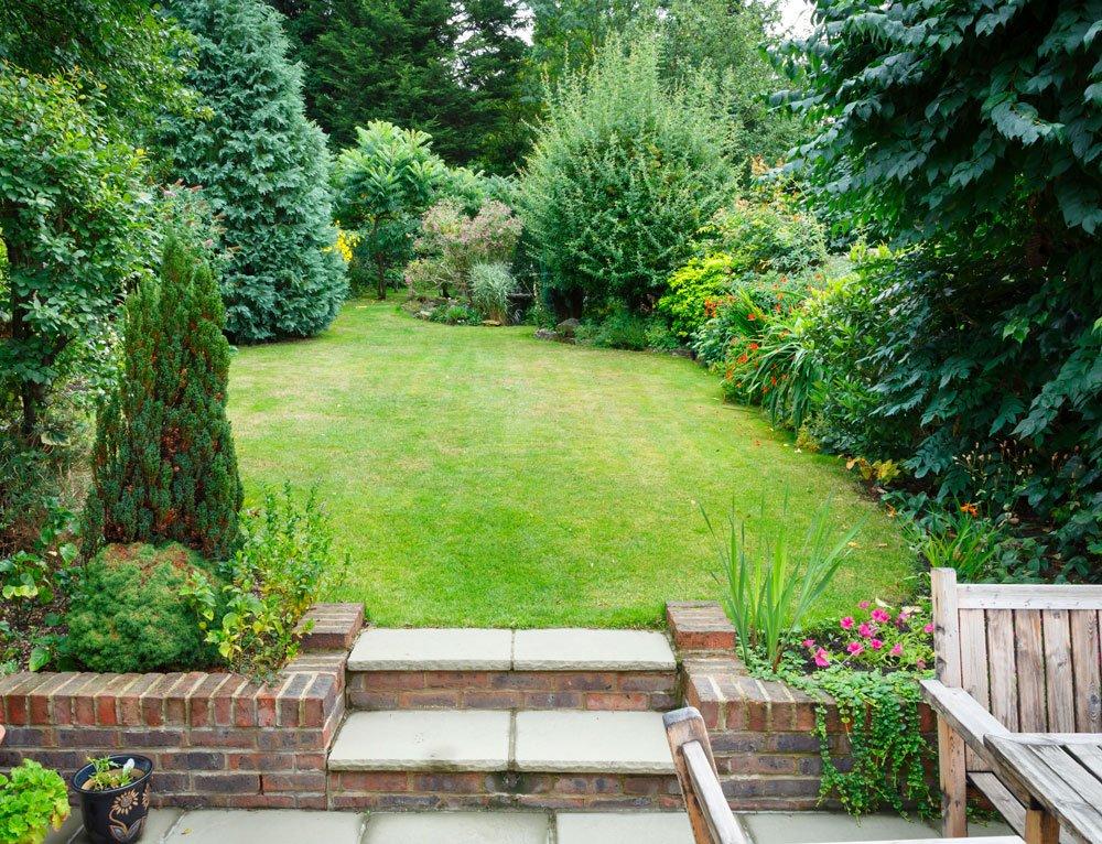 Jak uspořádat dlouhou a úzkou zahradu