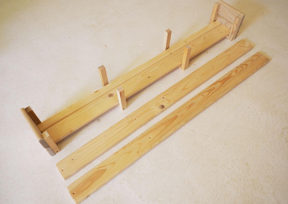 desky pro bedničku, která bude součástí vertikální stěny na balkóně